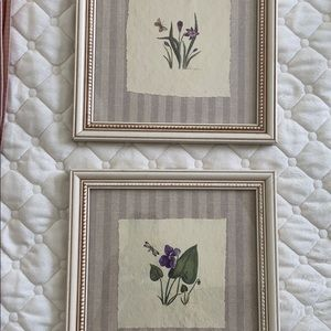 2 Floral wall hangings